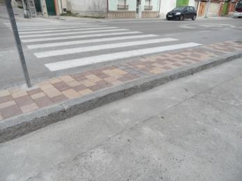 Paso de peatones en la Ctra. De Bahabón junto a iglesia de S.Andrés